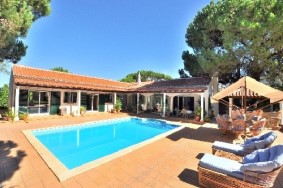 Algarve                 Einfamilienhaus                  zu verkaufen                  Near Quinta do Lago,                  Loulé