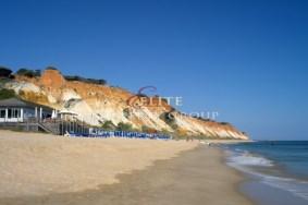 Algarve                 Stadthaus                  zu verkaufen                  Acoteias,                  Albufeira