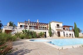 Algarve                 Chalet                 en venta                 Estoi,                 Faro
