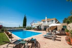 Algarve                huvila                 myytävänä                 Paderne,                 Albufeira