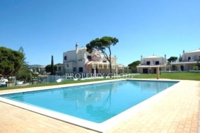 Algarve                 Stadthaus                  zu verkaufen                  Vilamoura,                  Loulé