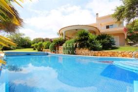Algarve                 Chalet                 en venta                 Meia Praia,                 Lagos