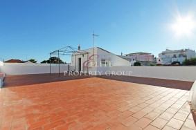 Algarve                 Townhouse                 for sale                 Moncarapacho,                 Olhão