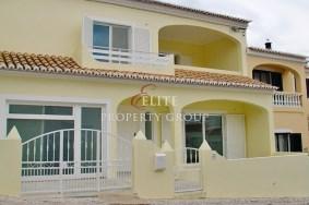 Algarve                 Townhouse                 myytävänä                 Estombar,                 Lagoa