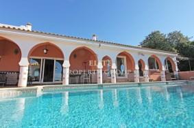 Algarve                 Chalet                 en venta                 Central Algarve,                 Loulé