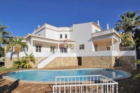 Algarve                 Einfamilienhaus                  zu verkaufen                  Albufeira,                  Albufeira