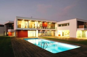 Algarve                 Chalet                  en venta                  Trofa,                  Trofa