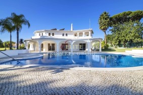 Algarve                 Einfamilienhaus                  zu verkaufen                  Vilamoura,                  Loulé