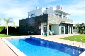 Algarve                 Chalet                 en venta                 Alcantarilha e Pêra,                 Silves