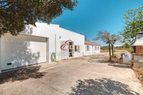 Algarve                 Moradia                  para venda                  Algoz,                  Silves