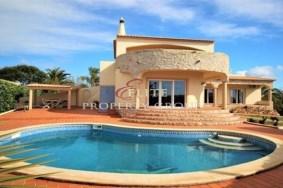 Algarve                 Villa                 for sale                 Porches,                 Faro