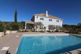 Algarve                 Chalet                  en venta                  Estói,                  Faro