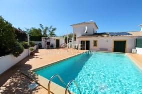 Algarve                 Villa                  till salu                  Bensafrim,                  Lagos