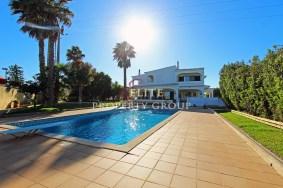 Algarve                 Moradia                  para venda                  Porches,                  Lagoa