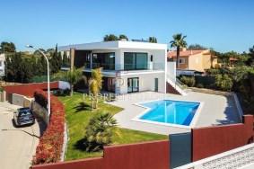 Algarve                 Chalet                  en venta                  Ferragudo,                  Lagoa