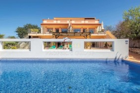 Algarve                 Guest house                  myytävänä                  Estoi,                  Faro