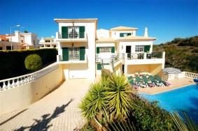 Algarve                 Villa                 for sale                 Montechouro,                 Albufeira