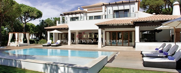 Deluxe Villas starting at 4.500.000€ (4 bedroom). Top luxurious and high-end Villas with exclusive pool and jacuzzi. Total of 25 we only have two available